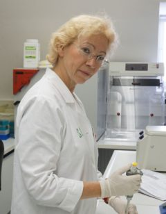 Mitarbeiterin Bettina Schlitt Görlitz Labor