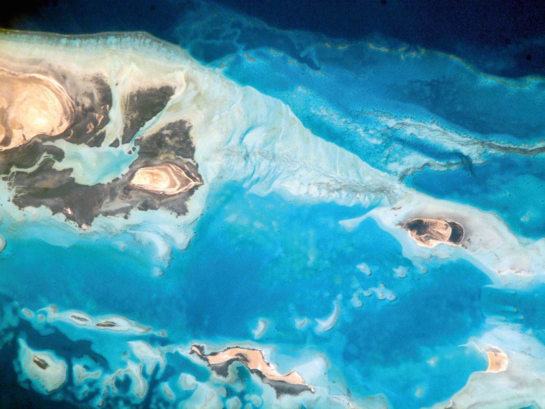 """Satellitenaufnahme von der """"Al Wadj Bank"""" im nordöstlichen Roten Meer, Saudi-Arabien."""