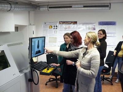 Professor Dr. Harvati and colleagues introducing the micro-CT scanner to students, in the High Resolution CT Laboratory