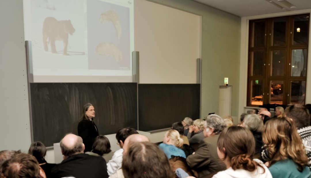 Blick in den Hörsaal bei einer Vorlesung von Prof. R.-D. Kahlke in der Universität Jena